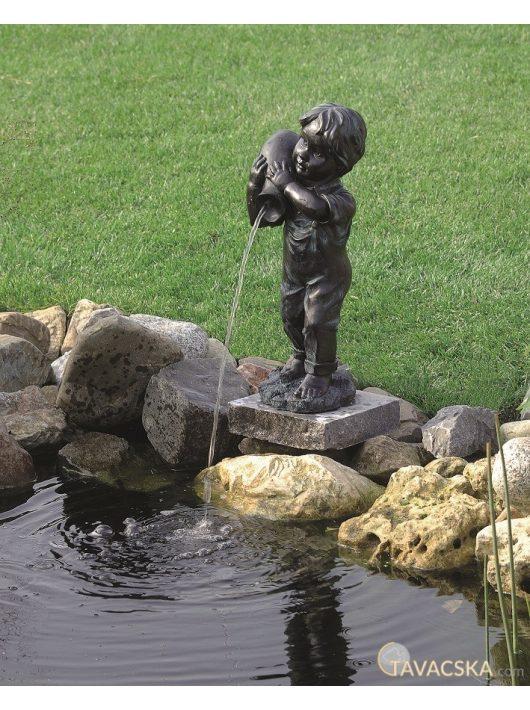 Vízköpő Yannik (kisfiú)