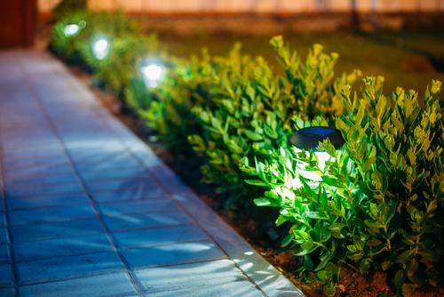 Kerti lámpák: hangulat és biztonság egyben